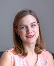 Dr. Celine Debourse